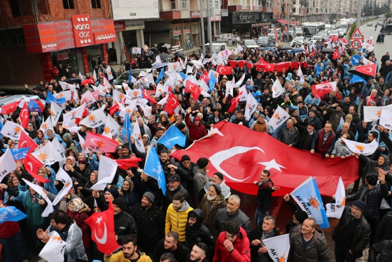 AK Parti Ardeşen'de Sevgi Yürüyüşü Düzenledi