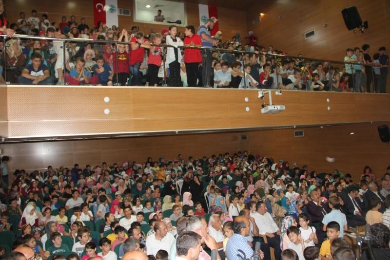 Ardeşen Belediyesi 1500 Öğrenciyi Sevindirdi