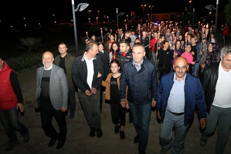 Ardeşen'de 19 Mayıs Fener Alayı Yürüyüşü Düzenlendi