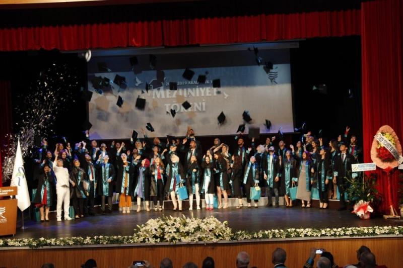 Recep Tayyip Erdoğan Üniversitesi'nde Mezuniyet Coşkusu