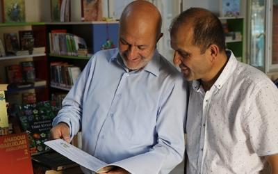 Arhavili Sanatçının Kitapları Ardeşen Kütüphanesine Bağışlandı