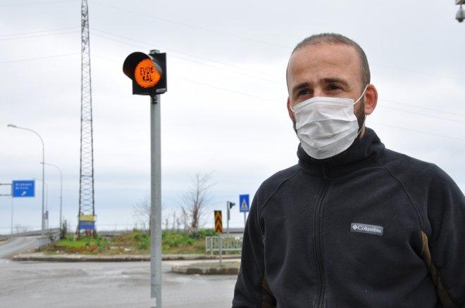 Rize'de Trafik Işıklarına Evde Kal Yazısı Koyuldu