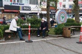 Rize'de Yaşlıların Sokağa Çıkma Sevinci