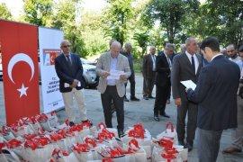 Rize'de İhtiyaç Sahibi 900 Öğrenciye Yardım