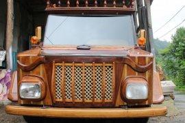 Rize'de Mobilya Ustası Kamyoneti Ahşaba Çevirdi