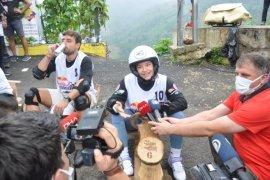 Dünya Şampiyonu Ayşe Begüm Onbaşı FormuLaz'da