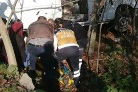 Rize'de Minibüs - Otomobil Çarpıştı: 15 Yaralı