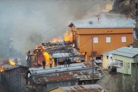 Rize'de Yangın: 7 Ev Kullanılamaz Hale Geldi