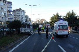 Tır Minibüse Çarptı: 2 Ölü 20 Yaralı