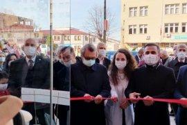 Pera Eczanesi Ardeşen'de Hizmete Açıldı