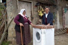 Rize'de Yaşayan Teyzeye Çamaşır Makinesi Verildi