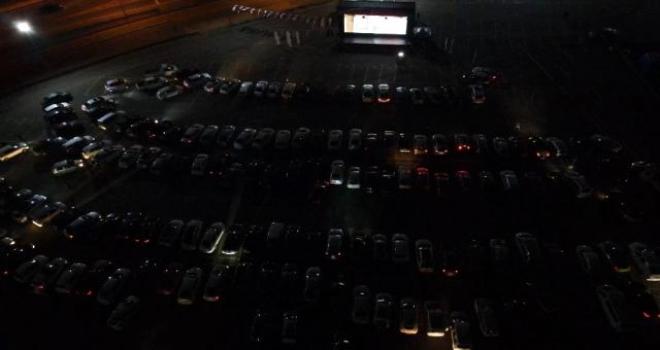 Rize'de Arabalı Açık Hava Sinema Keyfi