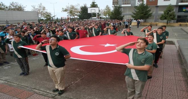 Okullarda İstiklal Marşı Asker Selam İle Söylendi
