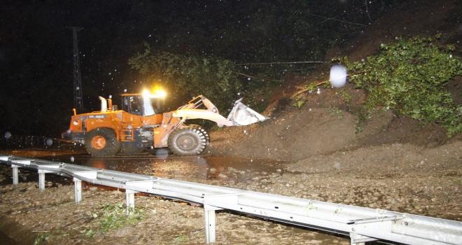 Rize'de Yağış Sonrası Pazar'da Toprak Kayması