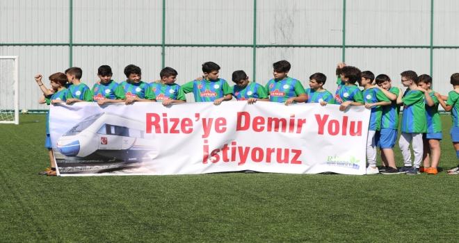 Rize'de Minik Futbolculardan Demiryolu Çağrısı
