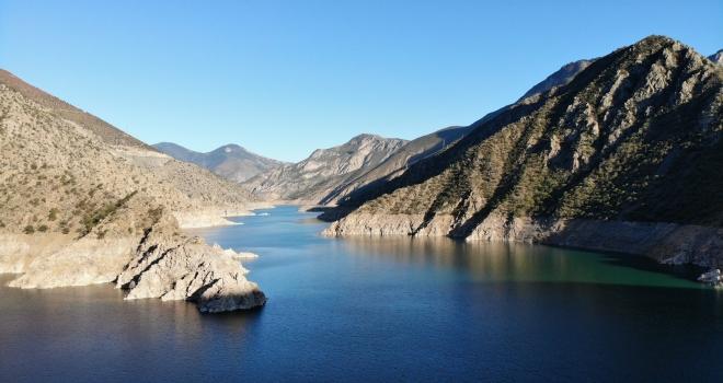 Deriner Barajı'nda Su Seviyesi Düştü