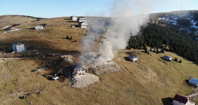 Yıkımı Protesto İçin Yayla Evini Ateşe Verdiler