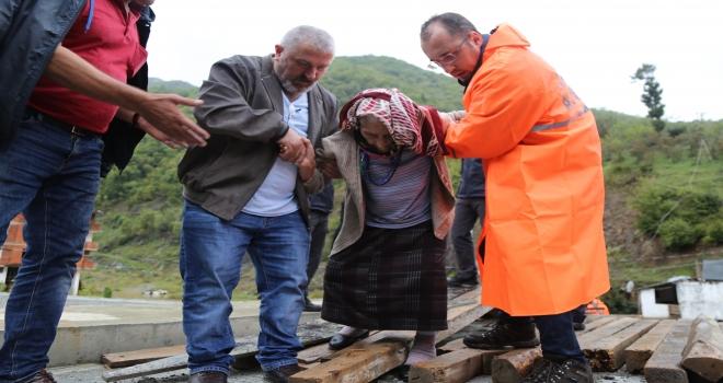 Selde Mahsur kalanları AFAD Kurtardı