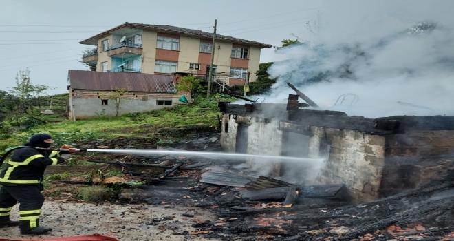 Rize'de Ev ve Serender Yangını Korkuttu