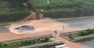 Şiddetli Yağış Ardeşen'de Hayatı Felç Etti - TIKLA İZLE